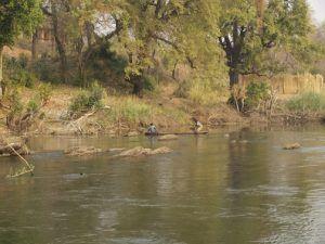 Mokoro on Chobe River. namibia reise erfahrungen.